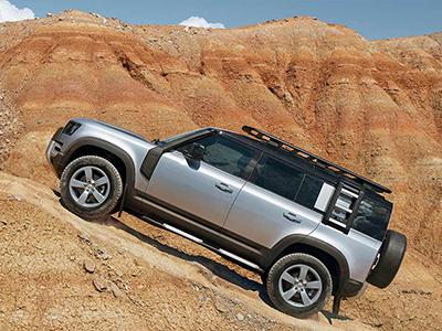 2020 range rover vs defender performance